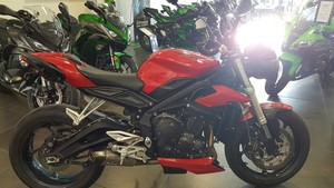 Occasion Triumph STREET TRIPPLE 660 Rouge ABS A2 Garantie Co...